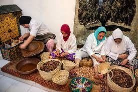 fabrication cuisine maroc maroc femmes berbères et huile d argan 27avril com actualité