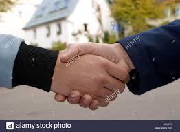 Hauskauf Handschlag Nach Einem Hauskauf Stock Photo Royalty Free Image