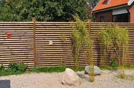 cloture jardin bois cloture en bois extérieur gardens gardening