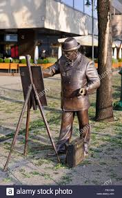 a painter a bronze statue of roskovics ignác as a painter in budapest