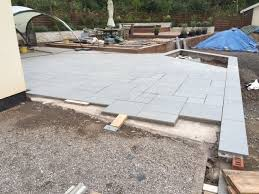 Laying Patio Slabs Laying Paving Guide Lantoom Quarry Suppliers Of Natural Cornish