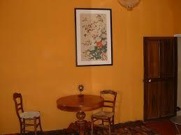 la chambre jaune la chambre jaune les veaux maison de maître en provence