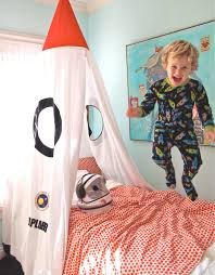 Rocket Ship Curtains by Childrens Rocket Bed Canopy Do As A Curtain For His Closet