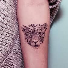 tatuaje de un leopardo situado en el interior del