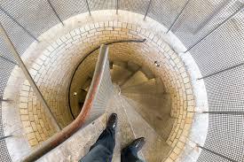 schmale treppen file treppenaufgang in den hausmannstürmen der marktkirche halle
