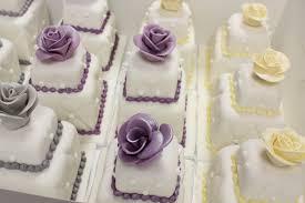 mini wedding cakes 100 mini wedding cakes marathon oakleafcakes
