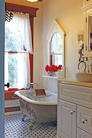 Small Cottage Bathroom Ideas by Best 25 Victorian Farmhouse Ideas On Pinterest Victorian Houses