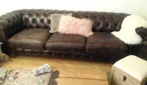 canape deco cuir décoration salon avec un canapé chesterfield en cuir