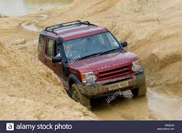 land rover off road land rover discovery 2 driving off road in the uk stock photo