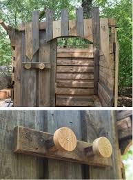 how to make outdoor pallet bathroom