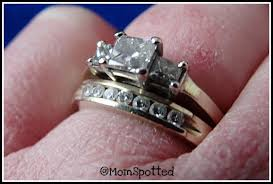 how to wear your wedding ring aloha friday wedding bands momspotted