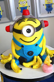 minion cakes delicious despicable me cakes approved by the minions