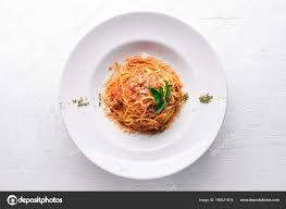 cuisine traditionnelle italienne pâtes avec sauce tomate et parmesan fromage cuisine traditionnelle