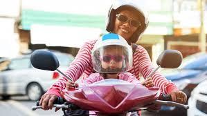 si e auto jusqu quel ge a quel âge peut on transporter un enfant en scooter ou moto