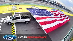 Guinness Flag 2017 Ford Super Duty Breaks Guinness World Record Nascar Ford