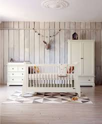 chambre de bebe complete comment aménager convenablement la chambre de bébé