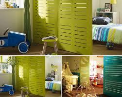 une chambre une cloison pour séparer la chambre momes