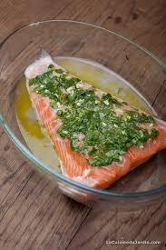cuisiner le saumon saumon au four coriandre ail et citron vert la cuisine du jardin