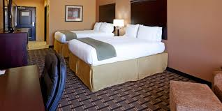 Rooms To Go Outlet Tx by Holiday Inn Express U0026 Suites Dallas Central Market Center Hotel By Ihg