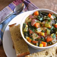sink vegetable soup with garlic bread