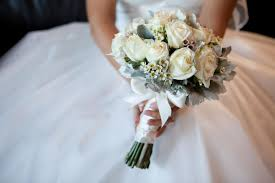 wedding bouquets guide to the wedding flowers you ll need