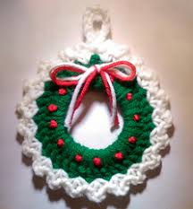 2000 free amigurumi patterns wreath ornament free