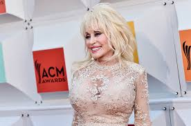 how tall is dolly parton