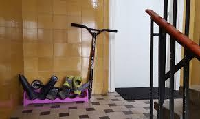 12 cosas que suceden cuando estas en armario segunda mano madrid alemania entre bastidores armarios en las escaleras