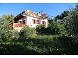 500 Sqm Bungalow On A Slope With All Round And Roof Terrace In 500sqm