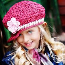 modelos modernos para gorras tejidas con bonitas imagenes de gorros para niñas en otoño invierno bebe