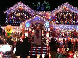pictures of christmas lights on houses i m jewish and i love christmas lights on houses an awesome senior