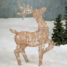 Commercial Christmas Decorations Cheap by Tips To Pull Off Your Outdoor Lighted Christmas Decorations