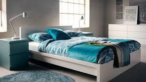top chambre a coucher chambre a coucher ikea une chambre lumineuse avec un cadre de lit