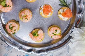 canap avocat crevette bouchées apéritives saumon fromage ou crevette avocat
