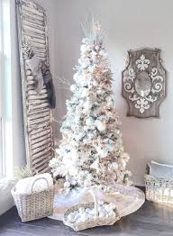 White Christmas Tree With Gold Decorations Christmas Decorating By Decor Gold Decor Gold Designs