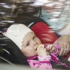 comment attacher un siège auto bébé attacher un enfant dans un siège auto mode d emploi
