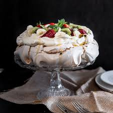 easy australian pavlova recipe wandercooks