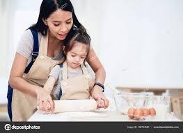 mere et fille cuisine mère et fille de cuisine photographie pat138241 182734550