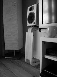 Bookshelf Computer Speakers Best 25 Bookshelf Speaker Stands Ideas On Pinterest Wooden