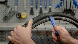 changer chambre à air vélo course vélo remplacer une chambre à air blogue la cordée