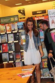 Barnes And Noble Huntington Beach Maria Menounos Talks About Her Latest Book On Diet And Fitness And