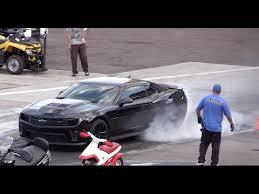 lamborghini veneno vs bugatti veyron race bugatti vs lamborghini veneno idée d image de voiture