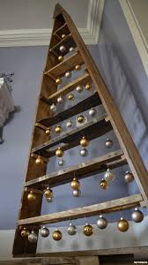 christmas tree pallet make a diy christmas tree from pallets yes pallets myfixituplife