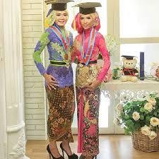 contoh gambar kebaya 33 model baju kebaya modern yang elegan dikenakan info tren baju