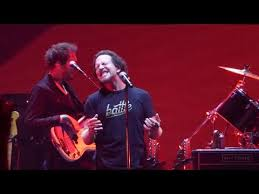 Comfortably Numb Roger Waters David Gilmour Comfortably Numb Roger Waters U0026 Eddie Vedder Us Them 2017 07