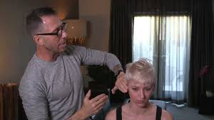 short hair cut pictures for hairstylist chris mcmillan celeb hairstylist short hair styling tips youtube