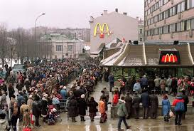 lines to visit the soviet mcdonald s in moscow at the time
