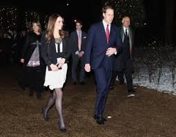 kate middleton s engagement ring kate middleton flashes her engagement ring at a christmas event