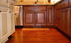 cuisine du placard comment réparer des placards de cuisine abîmés par l humidité
