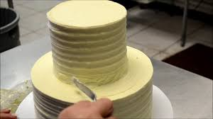 simply and easy method to decorate a wedding cake stacking